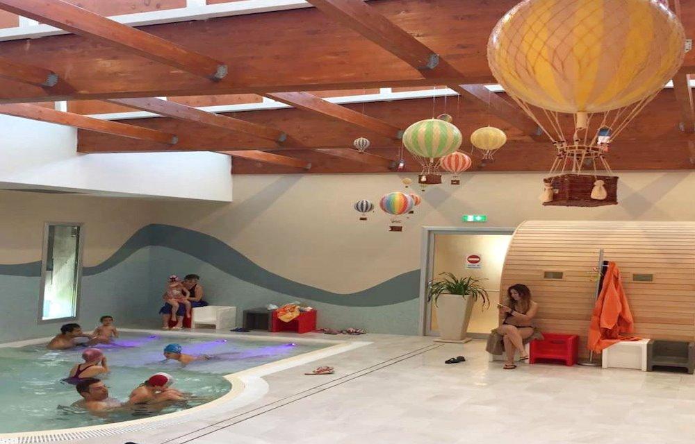 Una nuova spa per adulti e bambini alle piscine termali theia hotel angiolino - Piscine termali coperte per bambini ...